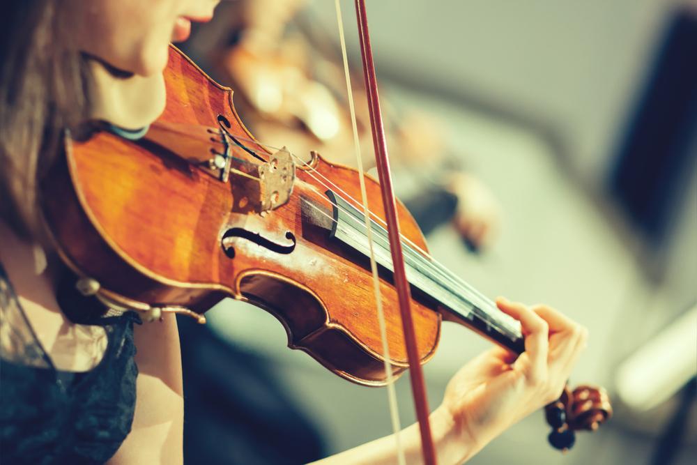 肩に乗せてあごで挟むヴァイオリン・ヴィオラ